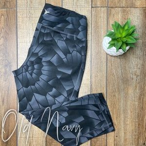 🎃 Old Navy Active Leggings 3/4 length size Large